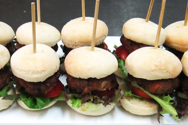 Mini-Burgers-600x400 Out Catering